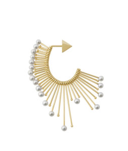 Single asymmetric earring with pearls