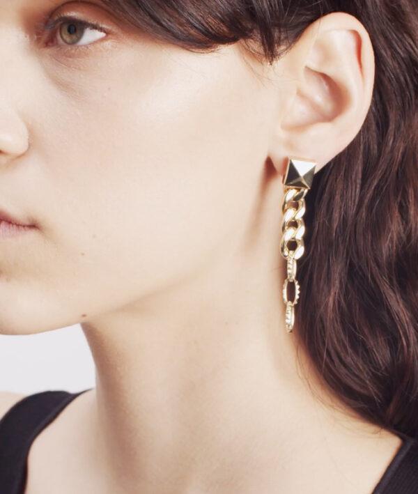 earring in yellow gold